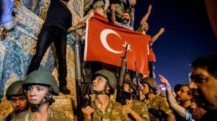 Turquía: 6.000 detenidos y vigilias por la democracia, a tres días del golpe fallido