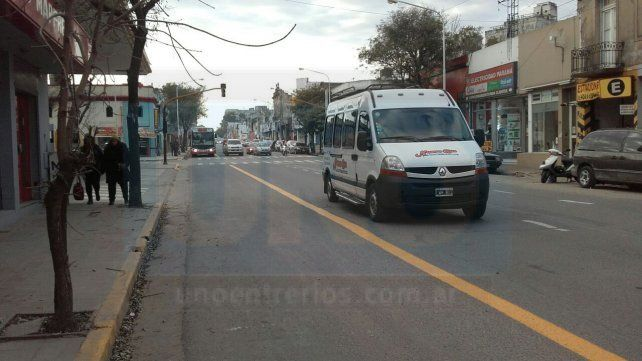 Trabajan a prueba y error en el primer día hábil del cambio de calles