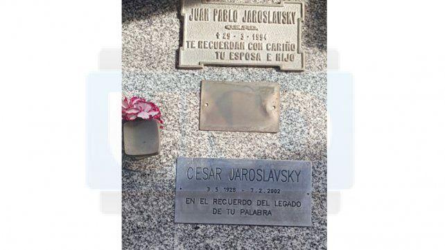 En el aniversario de AMIA aparecieron pintadas nazis en la tumba de Chacho Jaroslavsky