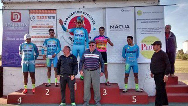 El podio de la categoría principal de la competencia desarrollada en la capital entrerriana.