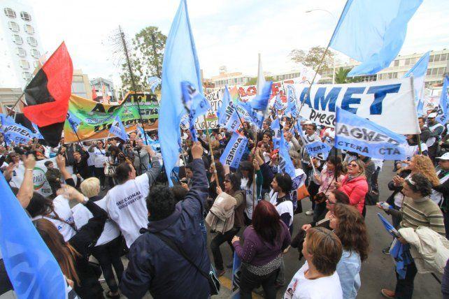 El gobierno provincial convocó a los gremios docentes a negociar salarios