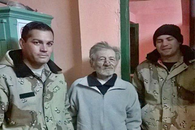 Tiene 74 años, se perdió en el monte y sobrevivió al frío tapado con ramas