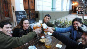 este miercoles se celebra el dia del amigo, una fecha impulsada por un argentino