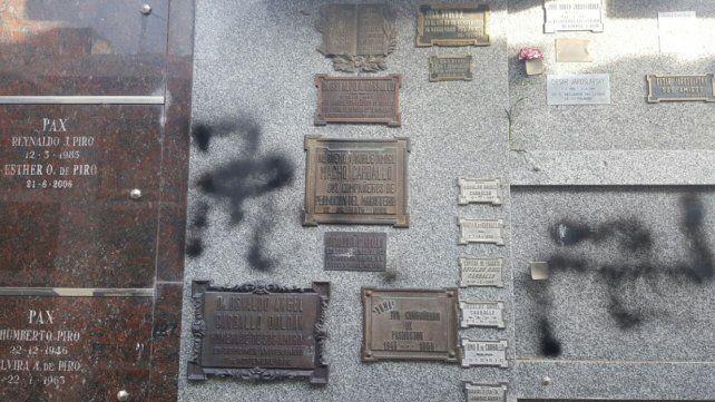 La Policía Federal investiga las pintadas nazis a la tumba de Jaroslavsky