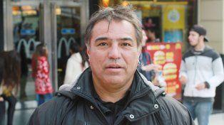 José Antonio (43). Yo no estoy de acuerdo para nada que vuelvan a cobrar el fútbol. Es como meterla la mano en el bolsillo a la gente. No me cierra. Además la gente no está en condiciones de pagar otro servicio más. Todo junto no se puede.