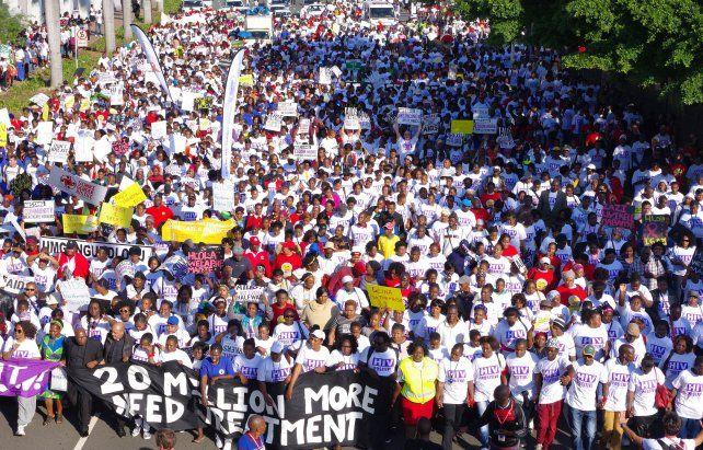 Activistas protestaron durante la apertura de la Conferencia Internacional sobre el Sida