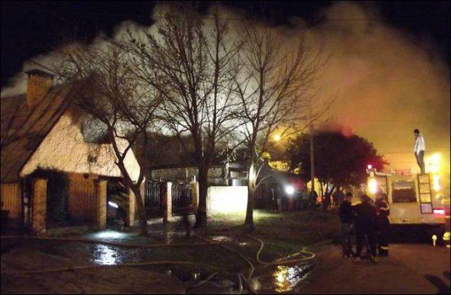 Un incendio consumió gran parte de una vivienda en Federal