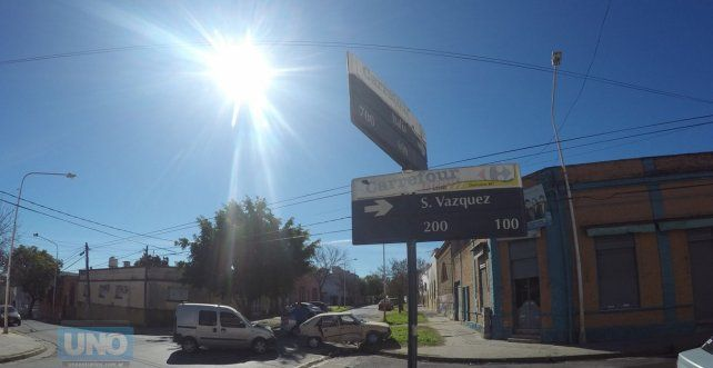 El R 11 terminó arriba de la vereda. Foto UNO Juan Manuel Kunzi