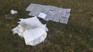 Dos detenidos por buscar la droga que arrojaron desde una avioneta