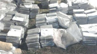 El ministro Urribarri dijo que además de marihuana la avioneta arrojó casi 20 kilos de cocaína
