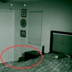 Filmaron su cuarto de noche y vieron algo aterrador