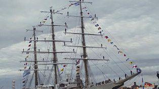 La Fragata Libertad arribó al puerto de inglés de Liverpool después de 14 años