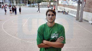 El pivote dejó su sello en su paso por el equipo de Paraná cuando jugó el Torneo Nacional de Ascenso.