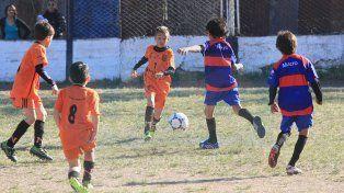En juego. Encuentro disputado entre Naranjitos y Ángeles Negros en 2007 en la anteúltima jornada del torneo.