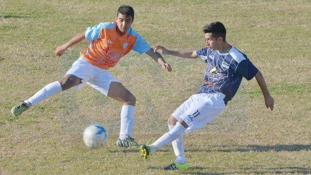 Universitario y Belgrano juegan una final anticipada por un lugar en la siguiente instancia del torneo.