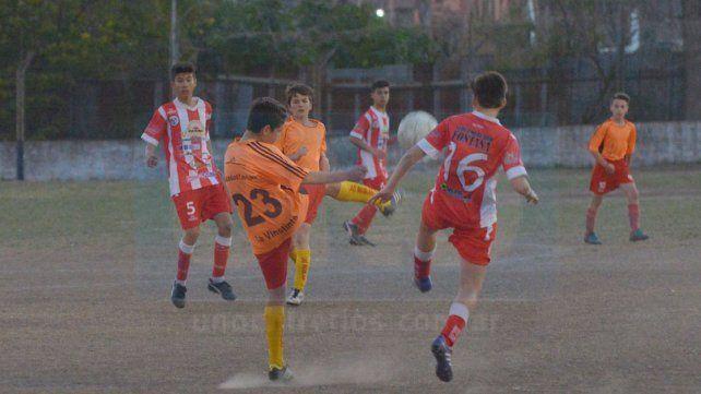 Paraná y Las Águilas en su último partido en 2002. El Gato fue tercero.