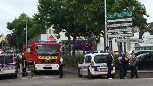 Dos hombres tomaron rehenes en una iglesia en Normandía y mataron al sacerdote