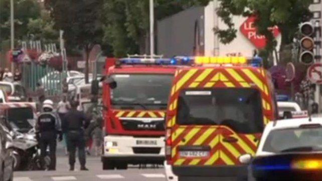 Ambulancias y fuerzas de seguridad rodean el lugar