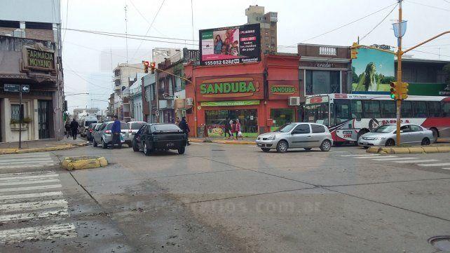 El tránsito en las calles de Paraná es un caos sin inspectores