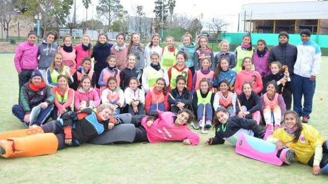 Las chicas de la AHRU arrancaron ayer su concentración. Viajan mañana al torneo.