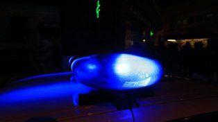 Evadieron un control y chocaron a un policía porque llevaban drogas sintéticas en el auto