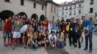 Expectativas. Más de 70 jóvenes partieron desde Paraná.