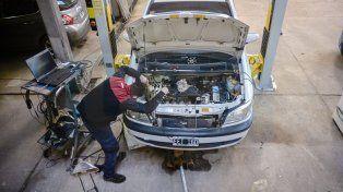 En todos los detalles. Franchi le pone toda su pasión y conocimientos a los autos que tiene en su taller.