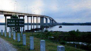Juzgan a un hombre que intentó pasar 300.000 pesos de contrabando en el puente Artigas