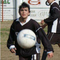 Luis Álvarez jugaba en la liga local.