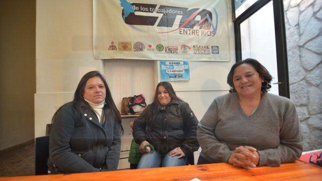 Organizadas. Norma Torres -primera a la derecha- junto a algunas afiliadas en la sede de la CTA.