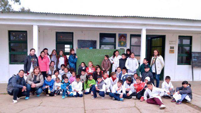 Ayuda. El Voluntariado Gualeguay ya entregó pizarrones a la escuela de Puerto Ruiz.