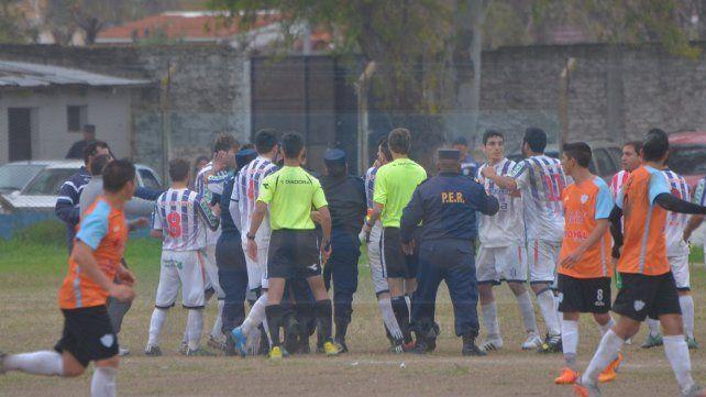 Fútbol violento: árbitro y periodista las víctimas del domingo