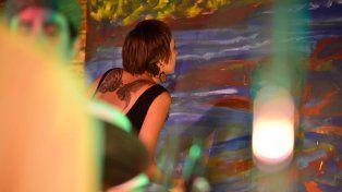 La artista plástica en acción. Foto FacebookEkaterina Gelroth.