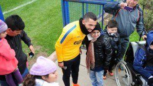 Carlitos Tévez compartió con los chicos del Garraham