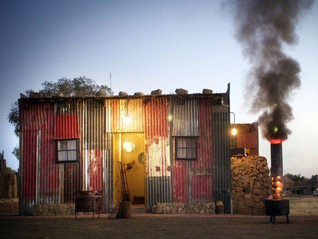 Shanty Town: el hotel al que van los ricos para sentirse pobres