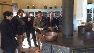 De Angeli hizo reír al ministro de Cultura durante la recorrida por el Palacio.