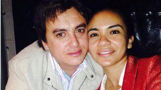 Aguilera junto a su esposa.