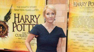 Rowling recorrió con entusiasmo la alfombra roja durante el estreno