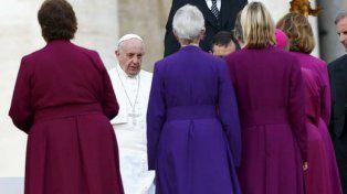 Giro histórico: Francisco posibilitaría la aprobación del diaconado femenino