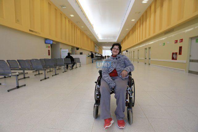 Ana Alem se recupera en el gimnasio de kinesiología del nuevo hospital. Foto UNO Diego Arias.