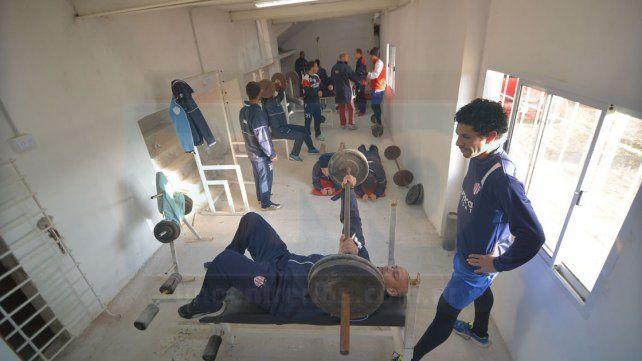 El segundo turno de ayer se realizó en el gimnasio del club .