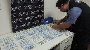 AFIP - Aduana secuestró dólares en el paso fronterizo de Colón y drogas en Misiones