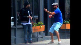 Leonardo di Caprio le hace una broma a Jonah Hill en plena calle