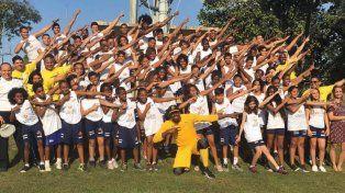 Bolt invitó a niños de favelas a entrenar para ser Olímpicos