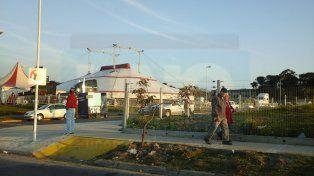 Polémico. Desembarco del circo de Flavio Mendoza en la plaza.