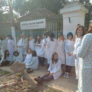 robo de bebes: embarazadas realizaron una intervencion en las calles de parana