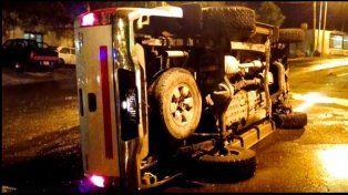Un conductor volcó su camioneta en la zona Thompson