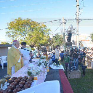 una multitud venero a san cayetano
