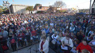 Multitud. La convocatoria ayer al templo del barrio San Roque fue superior a los últimos años.