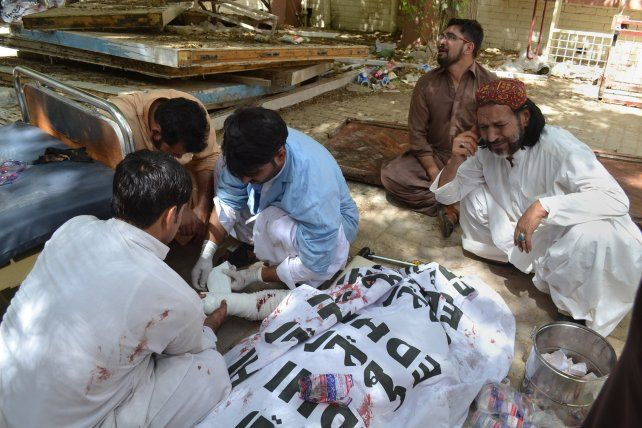 Al menos 93 muertos y 58 heridos por un atentado en un hospital de Pakistán